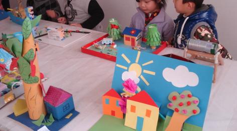 儿童手工小制作中也有很多不同的,比如做一些立体的小人,或是用纸壳图片