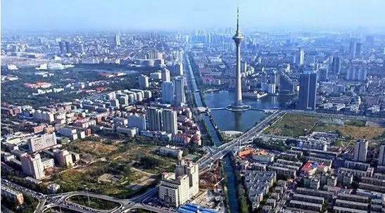 京津都市圈的形成和京津同城化的趋势紧密了天津与京城的通力合作.