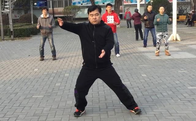 陈氏太极拳老架一路第27式云手学习分享图片